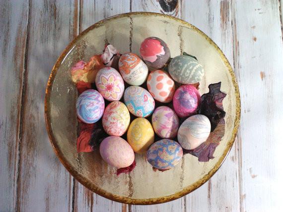 Teinture avec des vieux tissus de soie, aux motifs chouettes! Quelle belle idée!