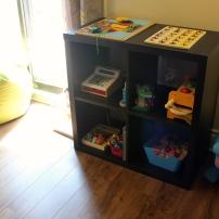 Le coin apprentissage où les jouets sont en rotation chaque semaine.