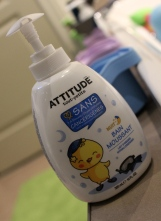 Autre version de la mousse de bain ATTITUDE: la mousse pour le dodo! Elle a une odeur toute douce.