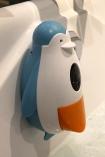 """Lorsqu'on appuie bien fort sur les """"pattes"""" tu pingouin, ça transforme le savon en mousse!"""