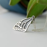 Petit collier papillon