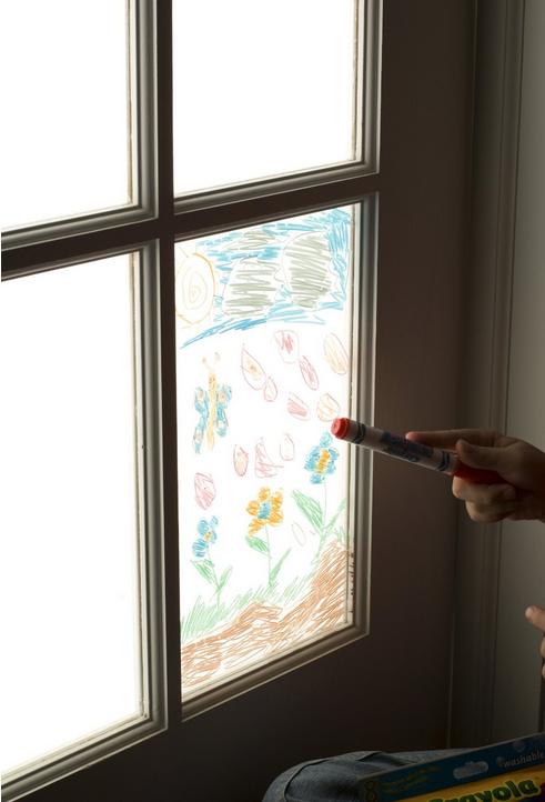 Version crayons feutres spéciaux pour vitres de Crayola!