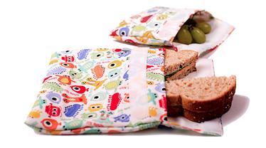 Les sacs réutilisables pour les collations (des grands aussi, là, soyez pas gênés!). Sans toutes les cochonneries qu'on pourrait retrouver dans des sacs pas chouettes (BPA, phtalate, PVC...)